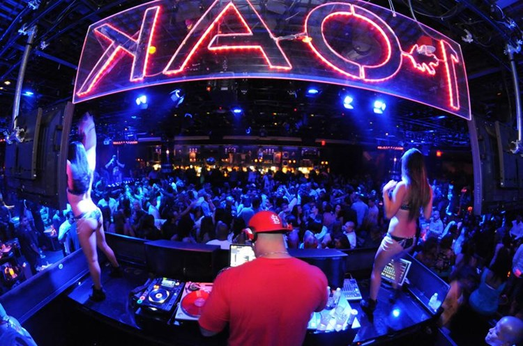 Party at 1OAK VIP nightclub in Las Vegas. Find promoters for guest list in Clubbable