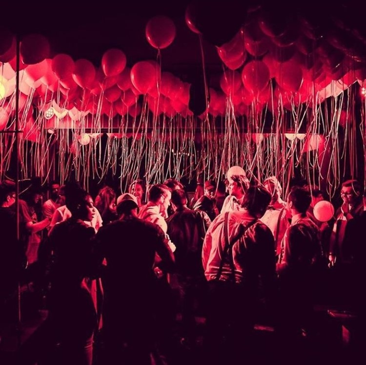 Abe nightclub Amsterdam big crowd having fun red lights balloons in the air