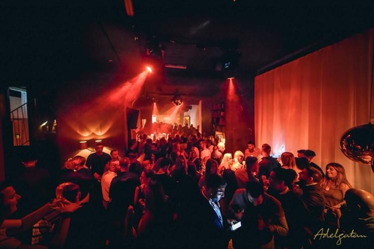 Adelgatan Club nightclub Malmö fun party people drinking music