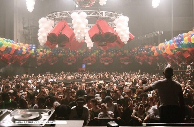 Ageha nightclub Tokyo crowd concert show
