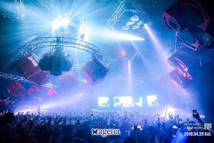 Ageha nightclub Tokyo big show event lights full crowd