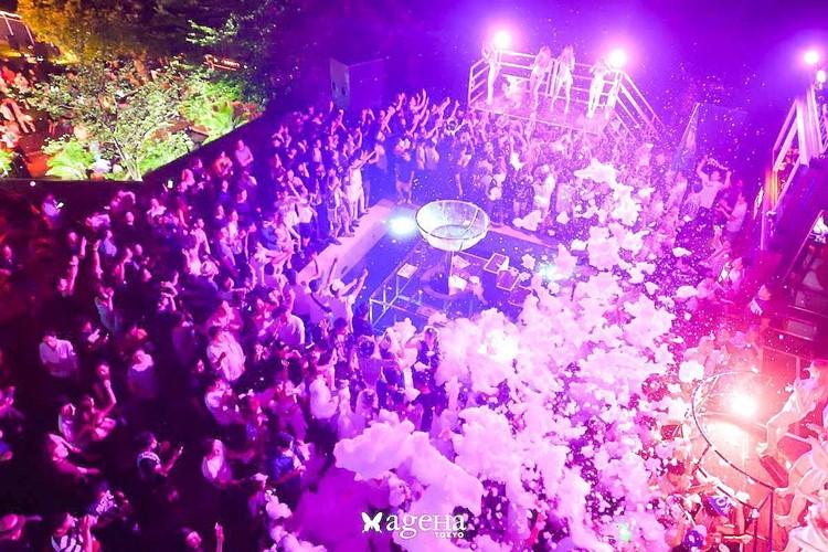 Ageha nightclub Tokyo people partying