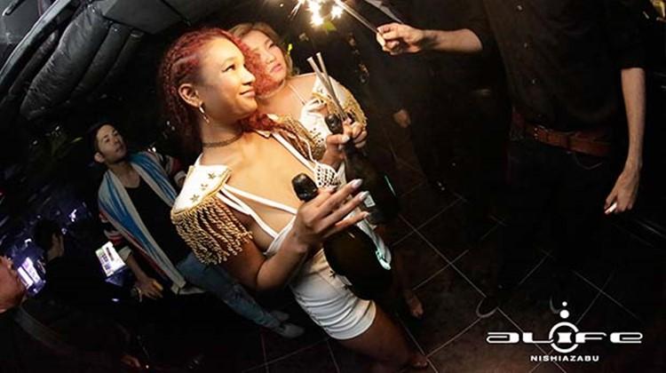 Alife nightclub Tokyo pretty girl drinking having fun
