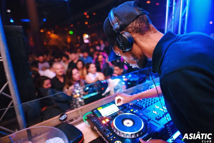 Asia de Cuba nightclub Buenos Aires dj mixing music concert party crowd