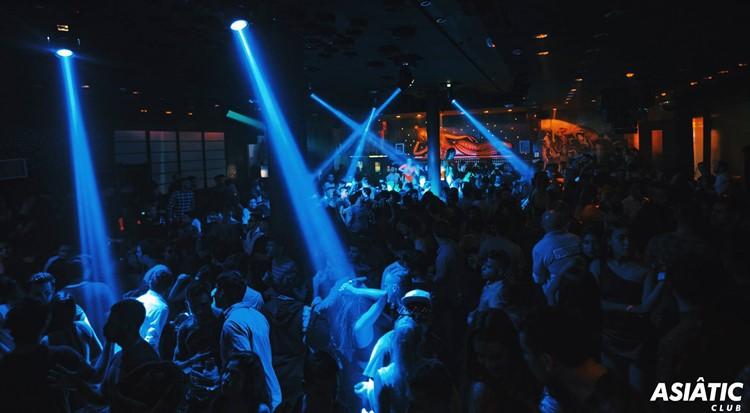 Asia de Cuba nightclub Buenos Aires crowd having fun partying lights show