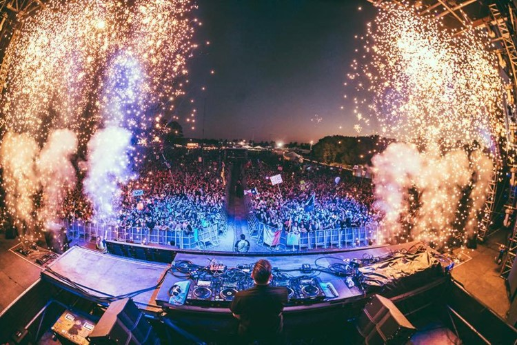 Bypass nightclub Geneva big event dj mixing