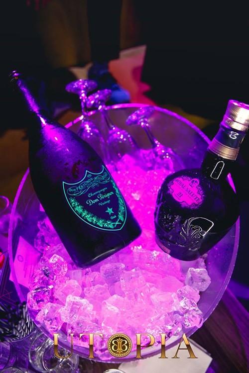 Bamboo club nightclub Bucharest alcohol drinks table service vodka champagne