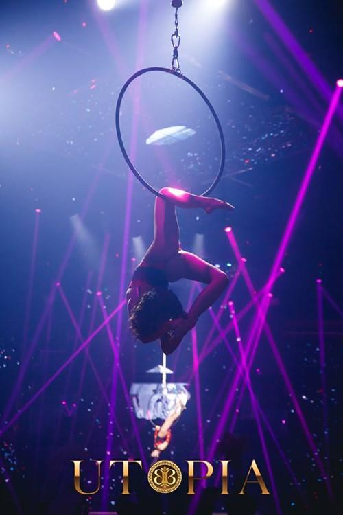 Bamboo club nightclub Bucharest exotic dancer in circle