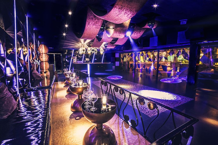 Party at Bling Bling VIP nightclub in Barcelona. Find promoters for guest list in Clubbable