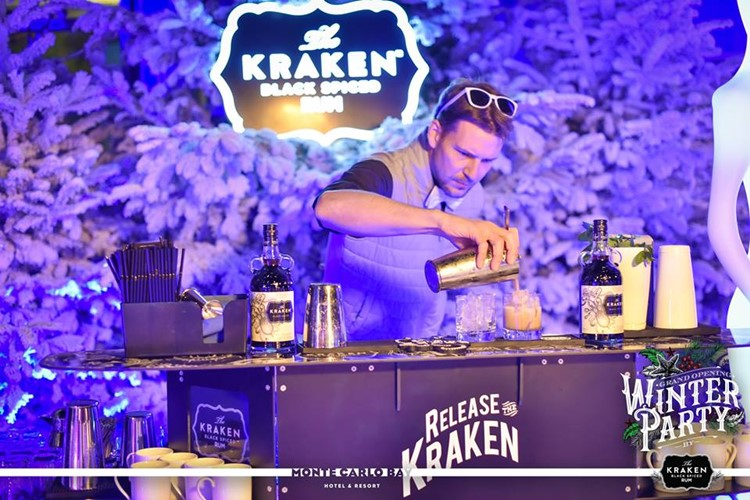 Blue Gin nightclub Monaco Winter Party barman mixing alcohol drinks