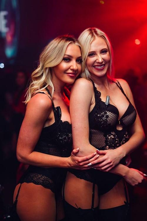 В чулках в ночном клубе гольф клубы г москва