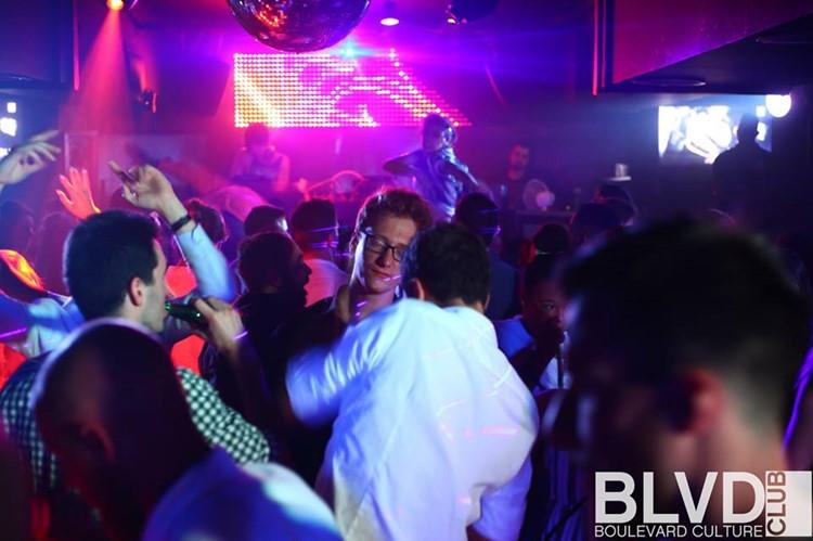 Boulevard nightclub Barcelona full night party crowd of people having fun and dancing