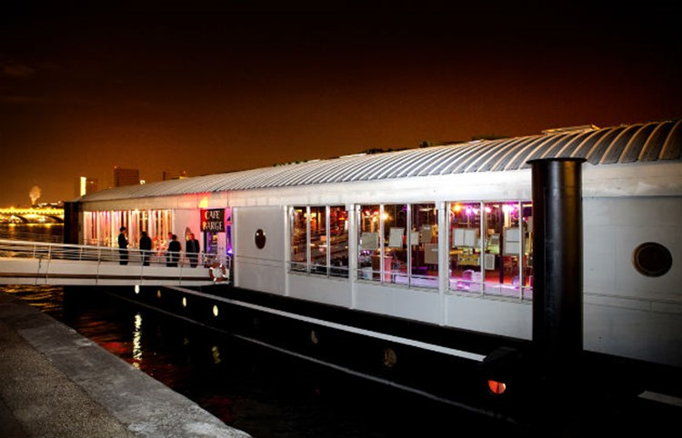 Party at Café Barge VIP nightclub in Paris