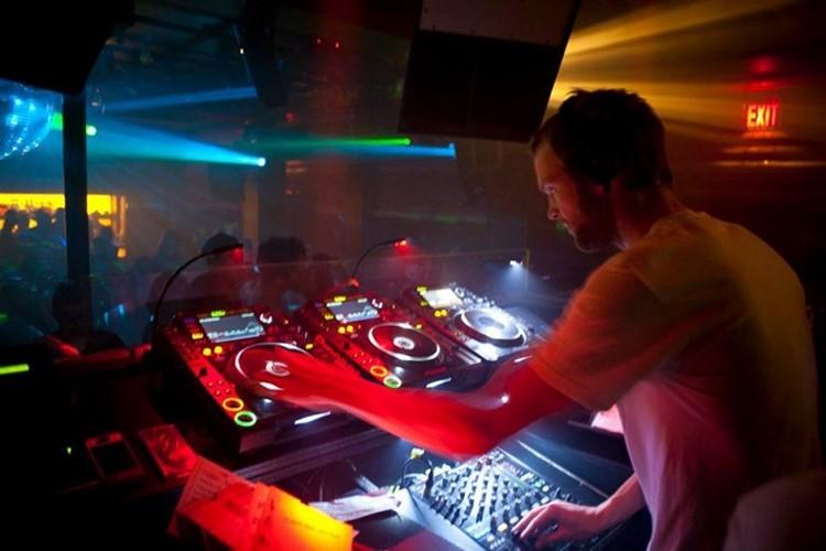 Cielo nightclub New York dj mixing music