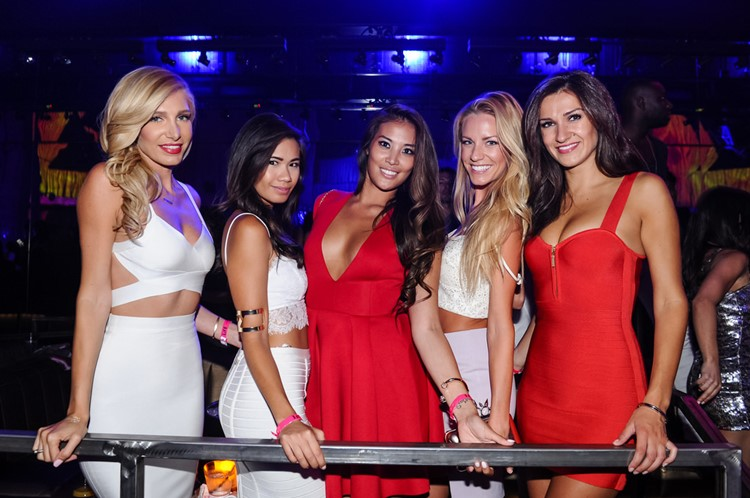 Club Shampoo nightclub Buenos Aires group of pretty blonde and brunette girls
