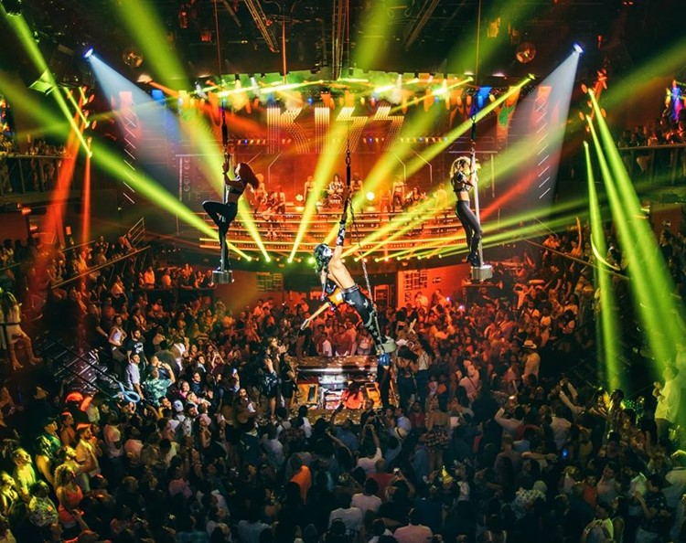 Coco Bongo nightclub Cancun big party event show dancers in the air