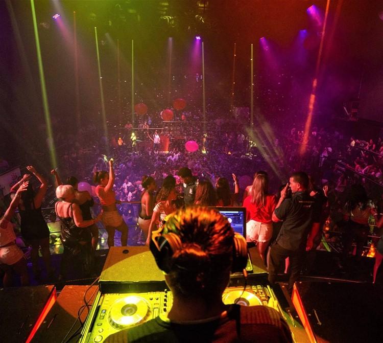 Coco Bongo nightclub Cancun dj mixing music party entertainment fun