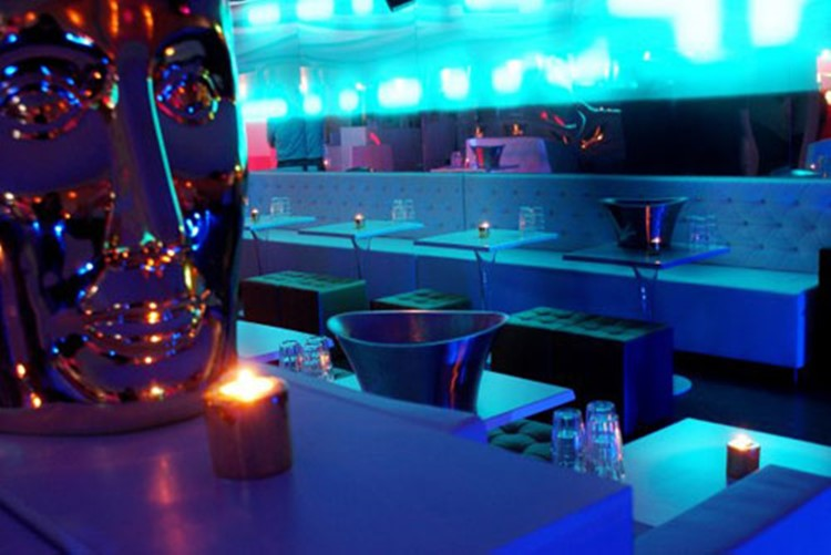 Party at Crystal Lounge VIP nightclub in Paris. Find promoters for guest list in Clubbable