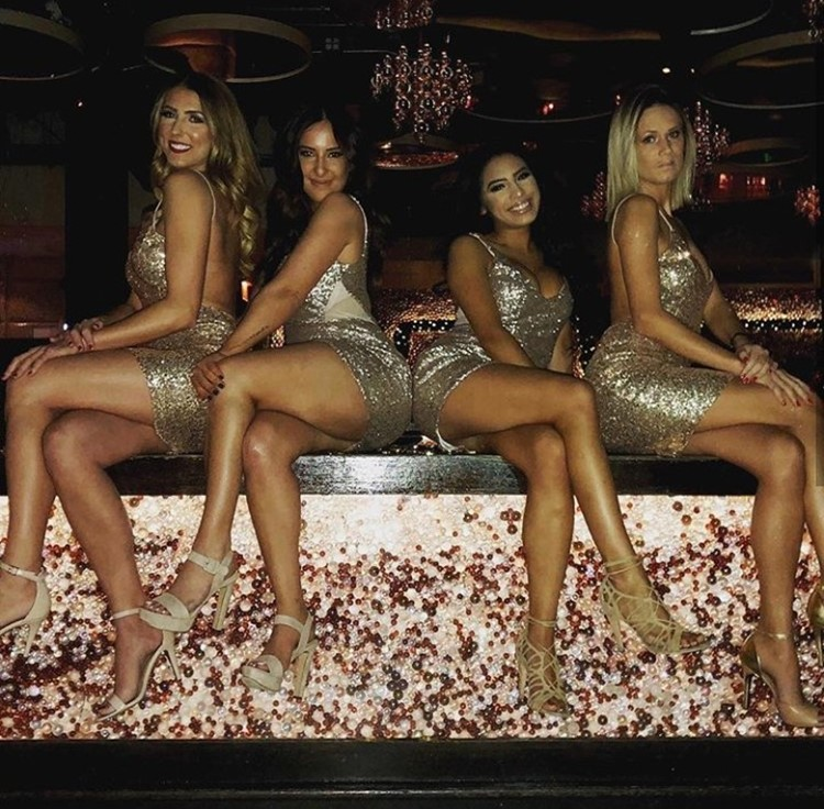 Cuvee nightclub Chicago four sexy blonde girls dressed in golden mini dresses