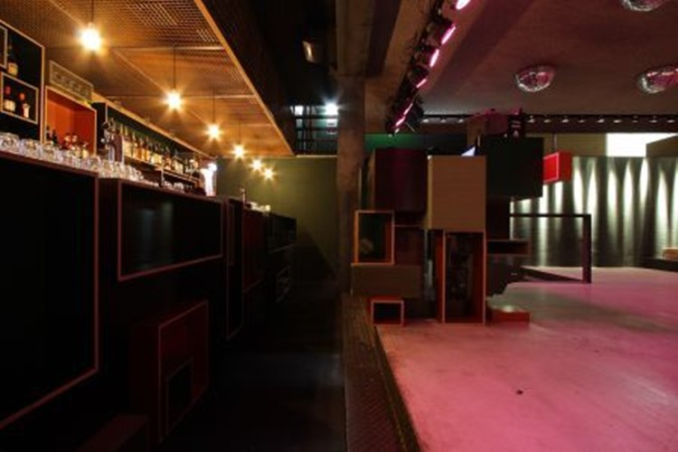 De ClubUp nightclub Amsterdam view of the bar and dance floor