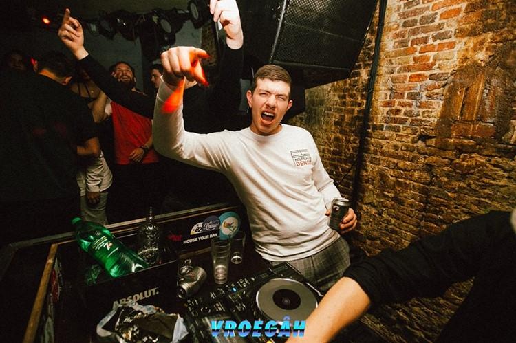 De ClubUp nightclub Amsterdam dj drinking mixing music and having fun