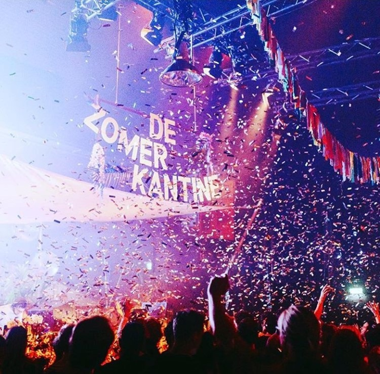 De Marktkantine nightclub Amsterdam De Zomer Kantine event party confetti crowd dancing