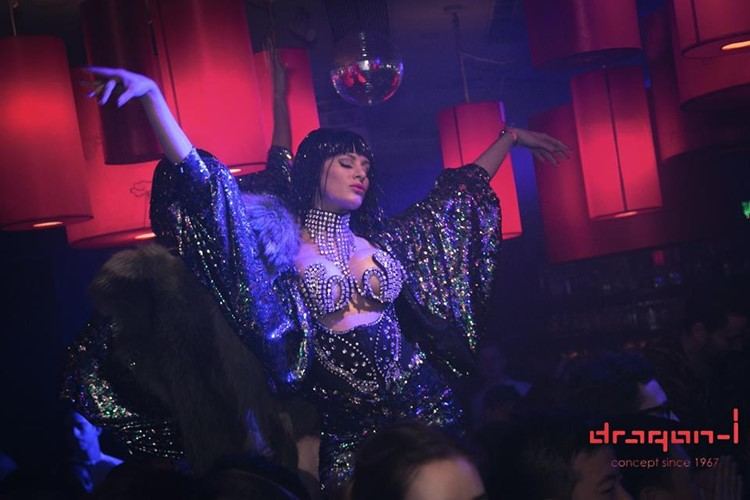Dragon-i nightclub Hong Kong exotic dancer
