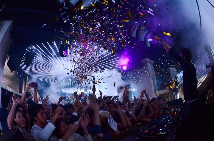 Ele nightclub Tokyo crowd dancing at concert show