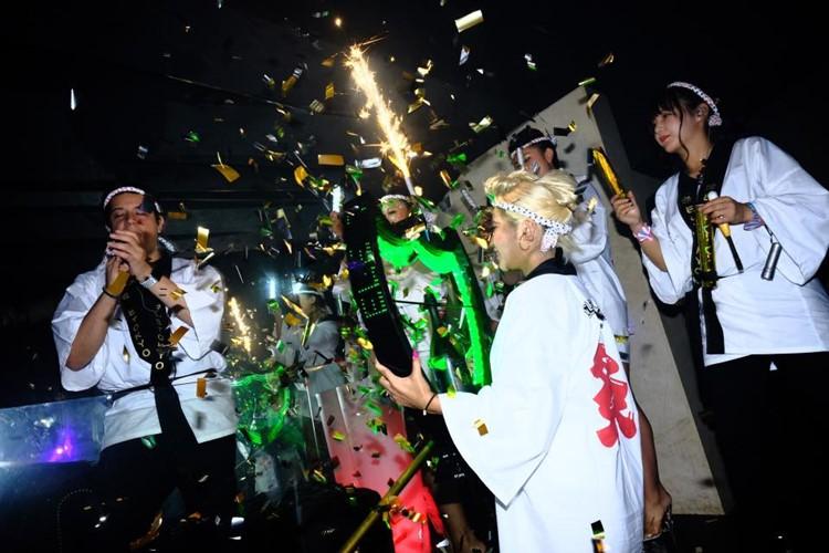 Ele nightclub Tokyo japanese waitresses holding big champagne bottles