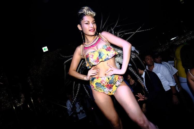 Ele nightclub Tokyo sexy exotic dancer in bikini