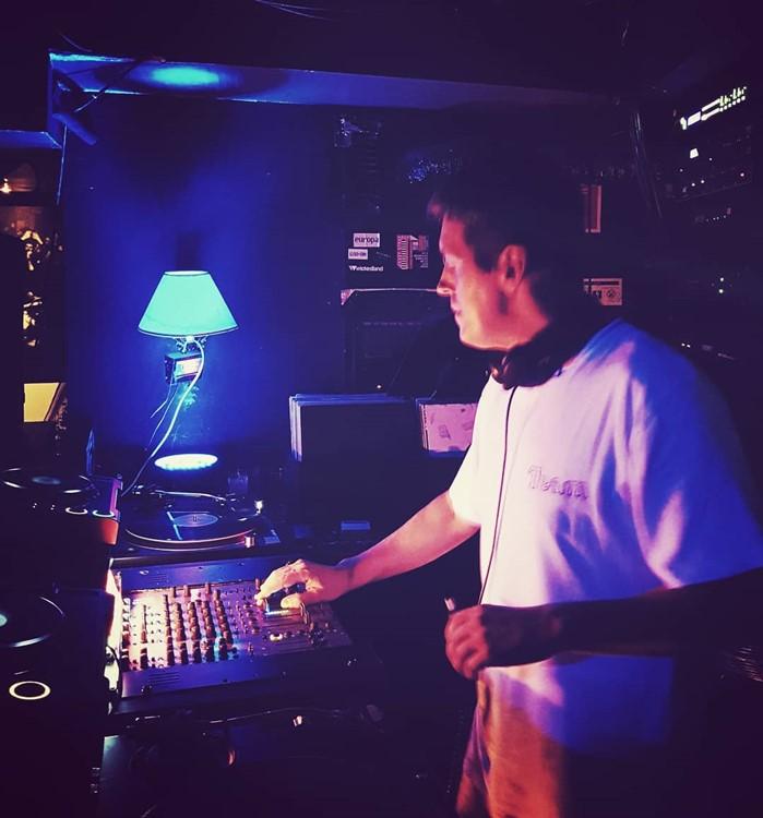 Europa nightclub Lisbon dj mixing music at party
