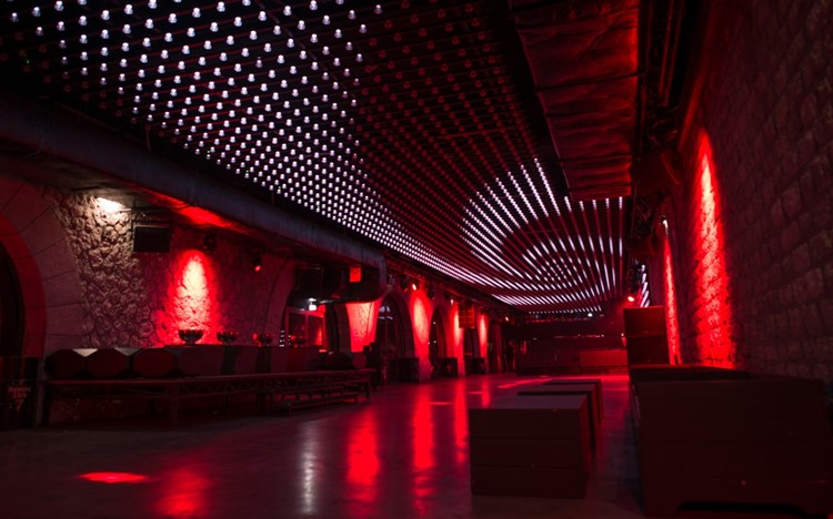 Party at Faust VIP nightclub in Paris. Find promoters for guest list in Clubbable