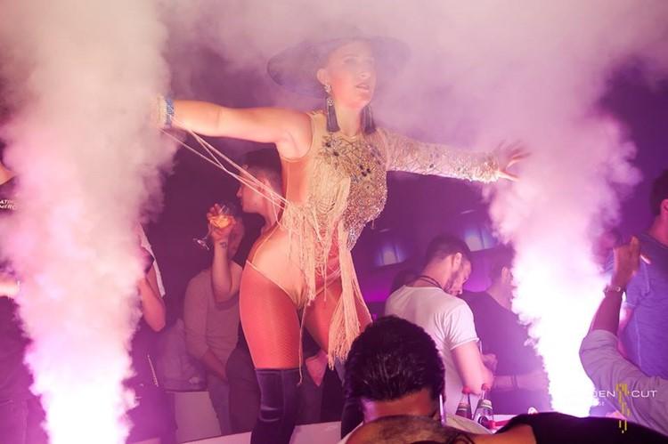 Golden Cut nightclub Hamburg exotic dancer