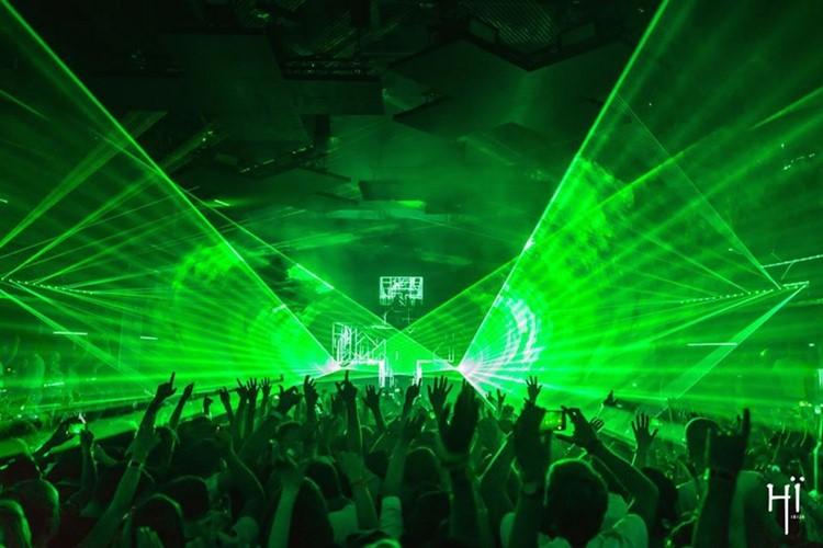 Hï Ibiza nightclub green light show