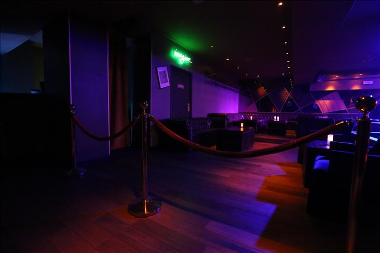 Party at Hobo Club VIP nightclub in Paris. Find promoters for guest list in Clubbable