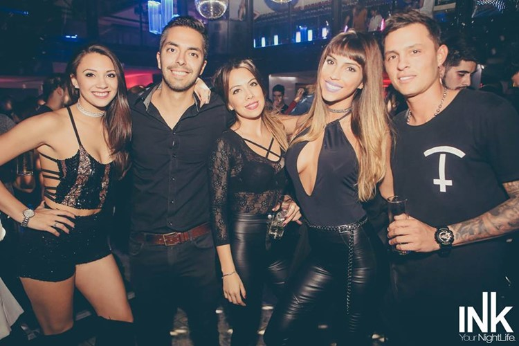 Ink nightclub Buenos Aires group of boys and girls having fun