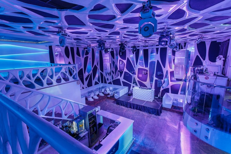 Ночные клубы на 7 марта клуб где есть мужской стриптиз