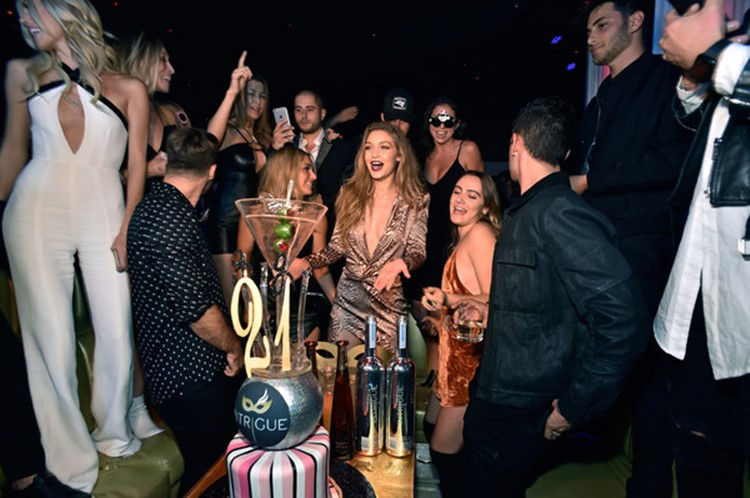 intrigue nightclub las vegas gigi hadid celebrity throwing 21st birthday party at popular club people having fun drinking dancing and celebrating