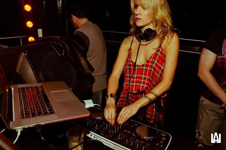 Jet nightclub Buenos Aires blonde girl dj