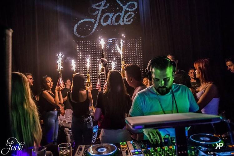 Jade Club nightclub Zurich champagne bottles alcohol dj mixing music fun party