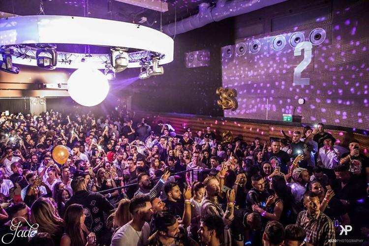 Jade Club nightclub Zurich people dancing fun party