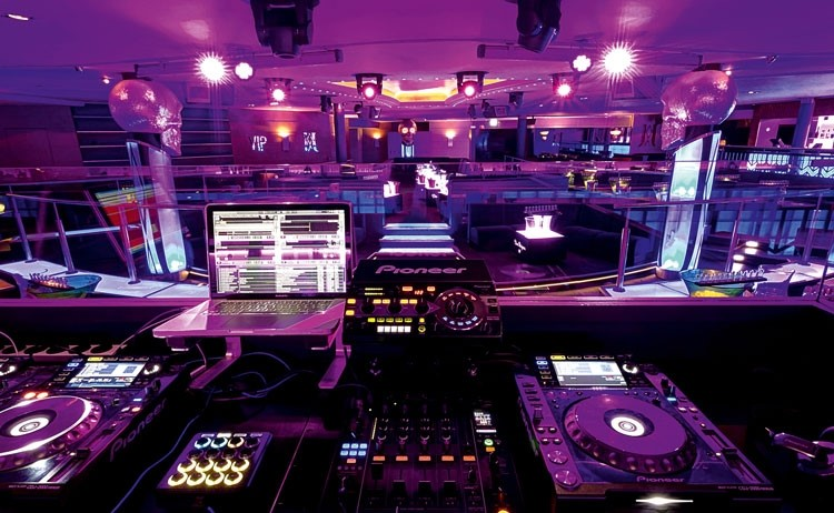 Party at Java VIP nightclub in Geneva. Find promoters for guest list in Clubbable
