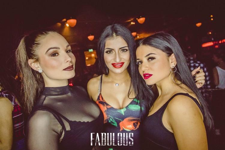 Kaufleuten Club nightclub Zurich sexy girls dancing drinking alcohol