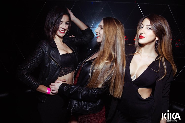 Kika nightclub Buenos Aires three pretty brunette girls posing having fun party