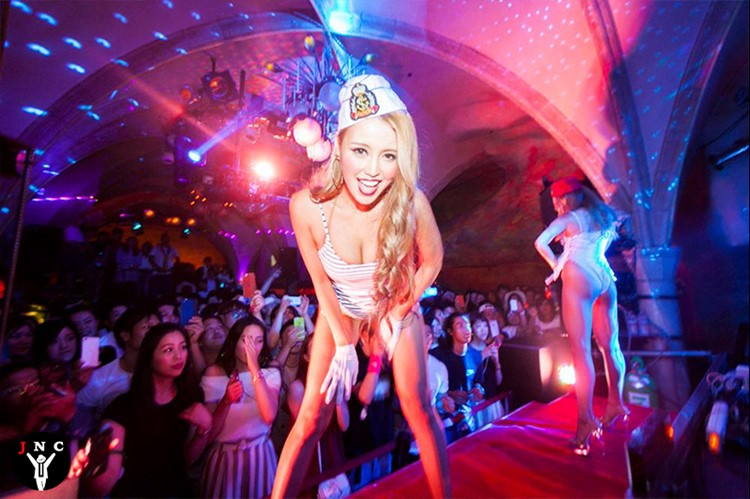 Kitsune nightclub Tokyo