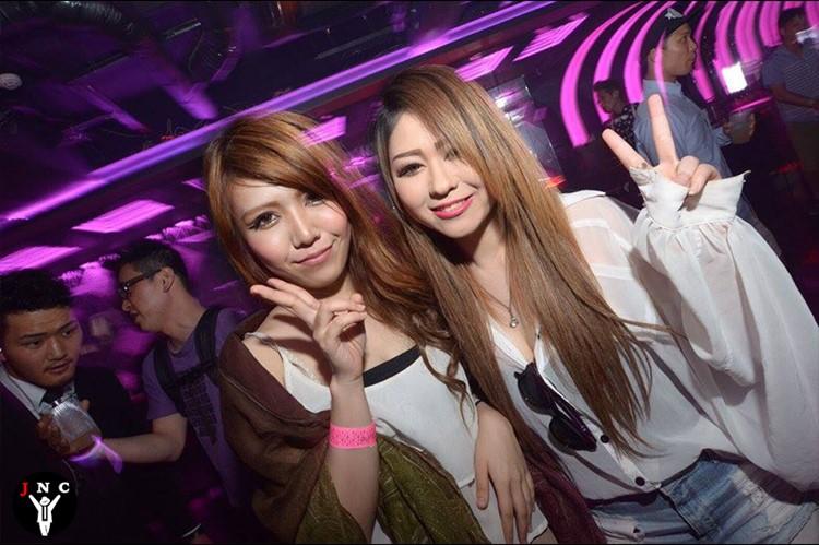 Kitsune nightclub Tokyo pretty girls Japanese