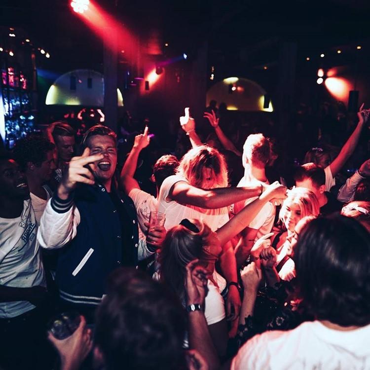 Lawo Club nightclub Oslo people dancing fun party show