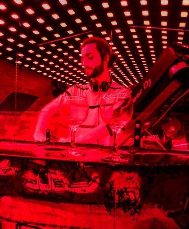 Le Panic Room nightclub Paris dj mixing music red lights