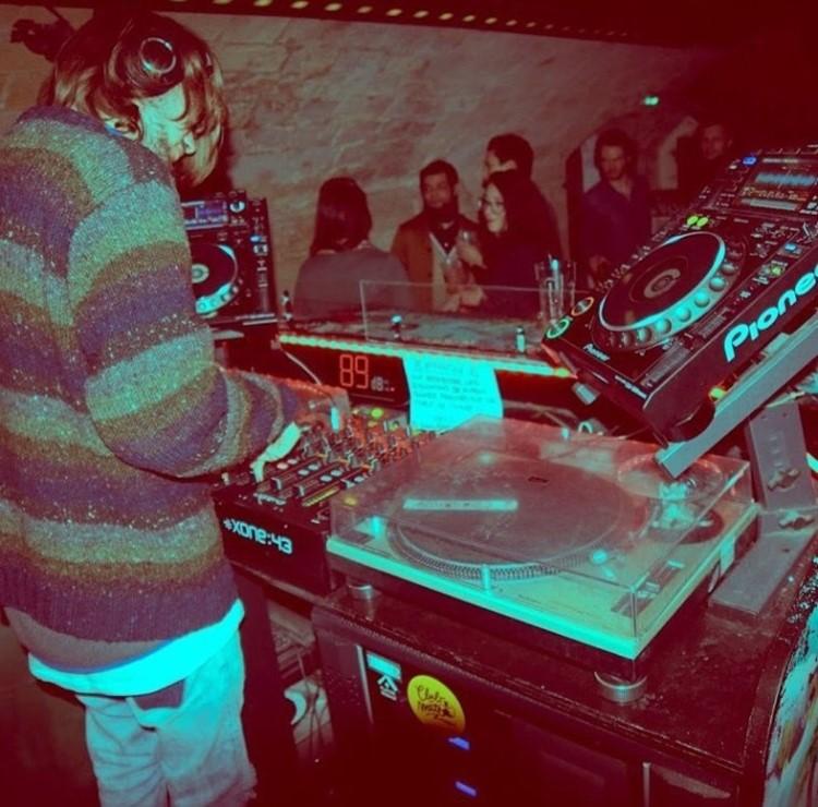 Le Panic Room nightclub Paris dj mixing music for crowd