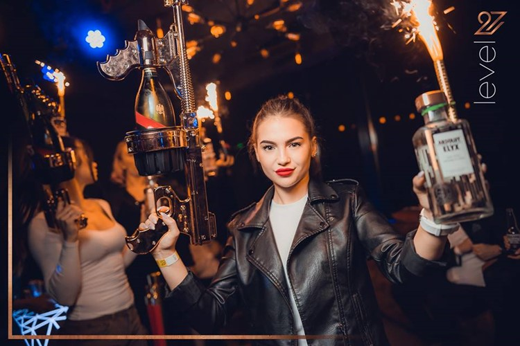Level 27 Club nightclub Warsaw sexy girls with bottles of alcohol vodka champagne table service